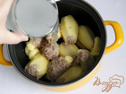 Фаршированный картофель в подливе