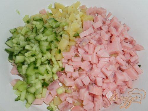 Окрошка с зеленым горошком и ветчиной на йогурте