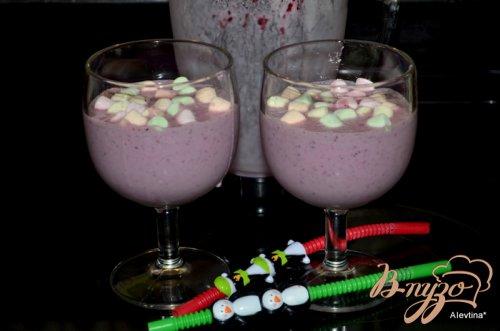 Коктейль ягодный с маршмэллоу