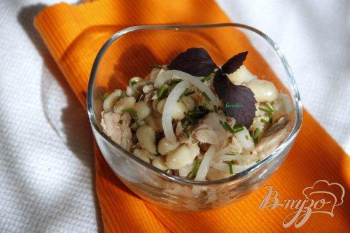 Тосканский салат с тунцом и белой фасолью