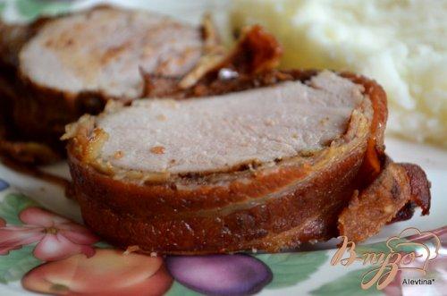 Свинина со специями в беконе
