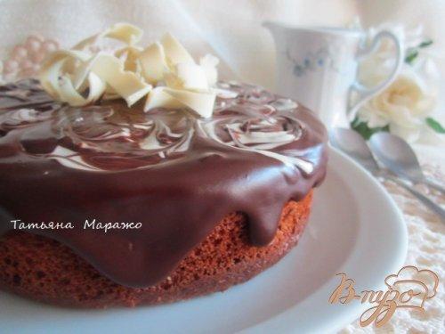 Бисквит с малиной и шоколадным ганашем