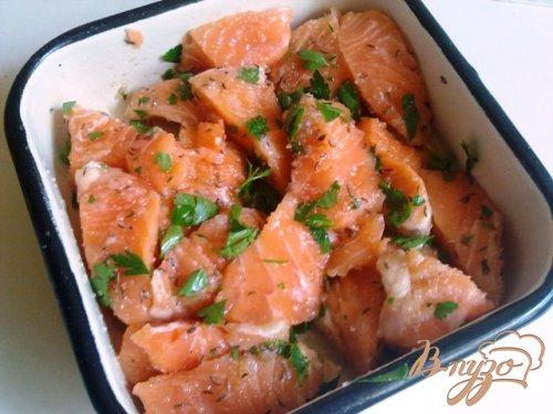 Мало соленный лосось с тмином и петрушкой