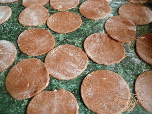 Шоколадные вареники с вишней