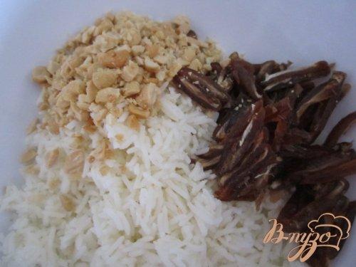 Рисовый гарнир с финиками и орешками