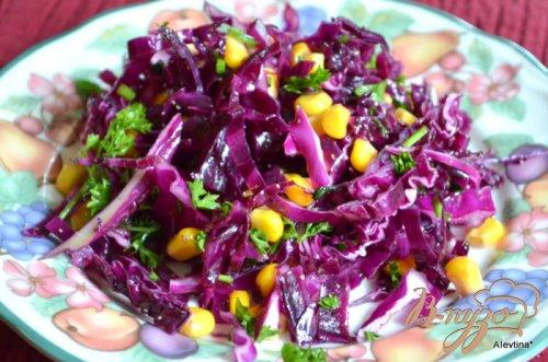 Салат с красной капустой и кукурузой