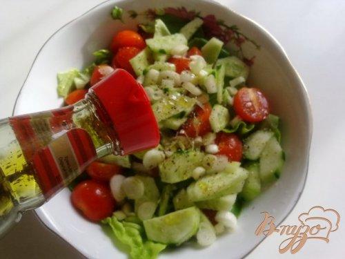 Салат латук  с помидорами черри