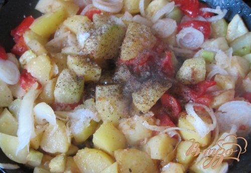 Кабачки тушеные с овощами