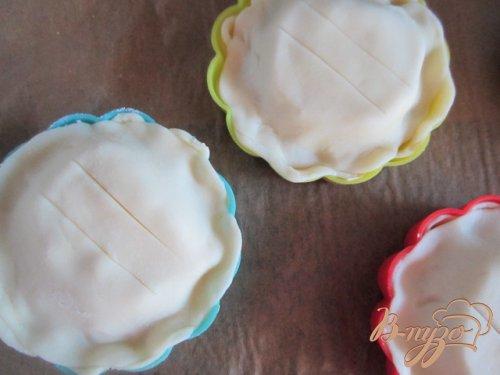 Закрытые тарталетки с козьим сыром и грушей