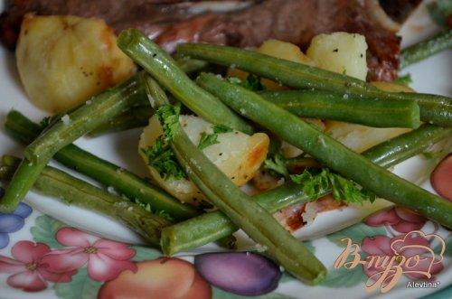 Запеченный картофель с зеленой фасолью