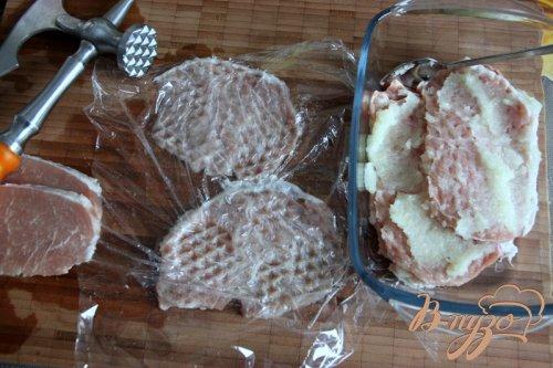 Отбивные из свинины в луковом кляре