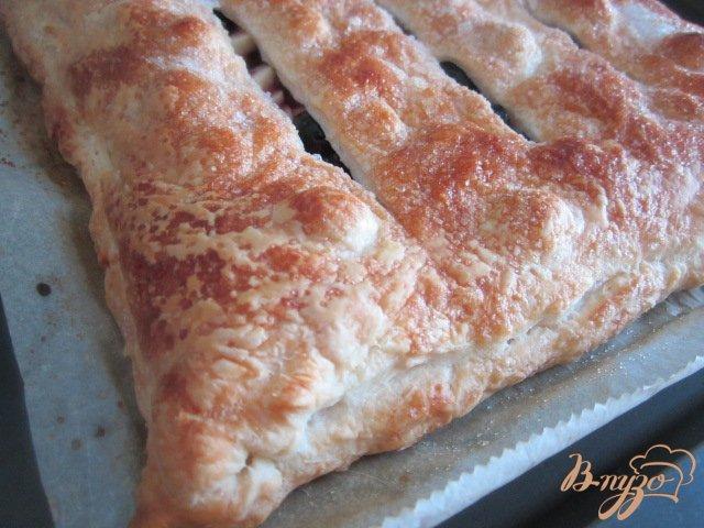 Фото приготовление рецепта: Пирог с яблоками и черникой (голубикой) шаг №6