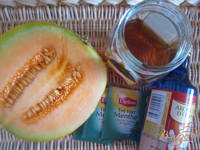 Фото приготовление рецепта: Чайная настойка с дыней шаг №1