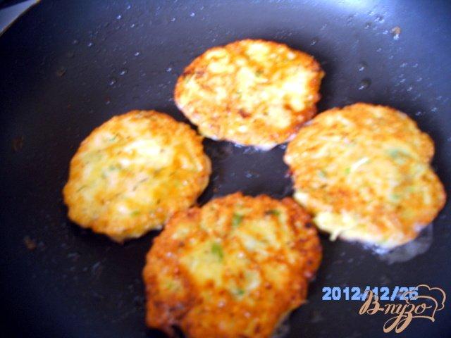 Фото приготовление рецепта: Кабачки под  сыром шаг №2