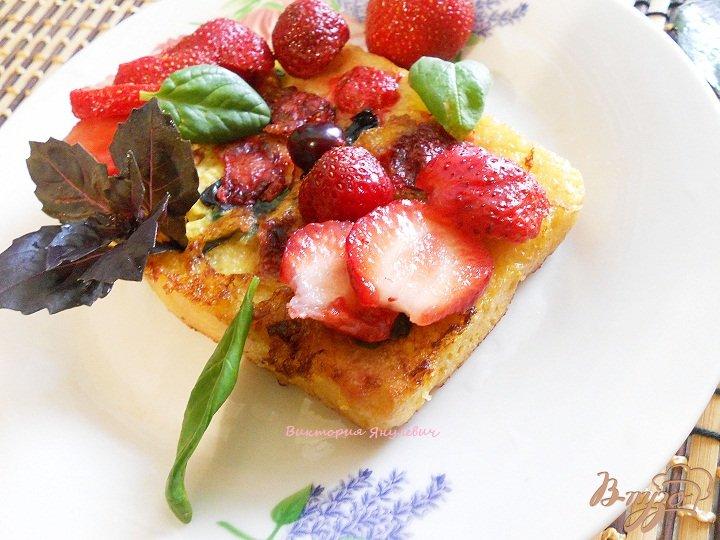 Фото приготовление рецепта: Клубничные тосты шаг №4