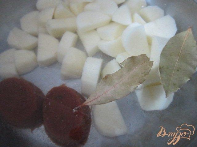 Фото приготовление рецепта: Свекольный суп с ботвой шаг №2