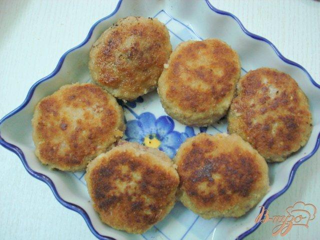 Фото приготовление рецепта: Котлеты с перепелиными яйцами шаг №7