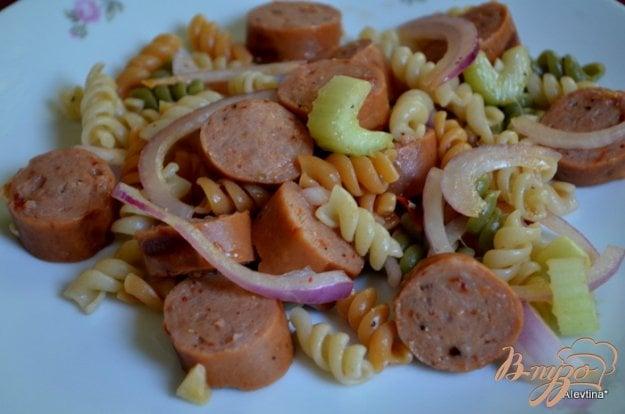 Рецепт Салат с пастой и колбасой