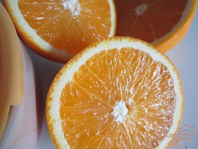 Фото приготовление рецепта: Чайная настойка с апельсиновым соком шаг №3