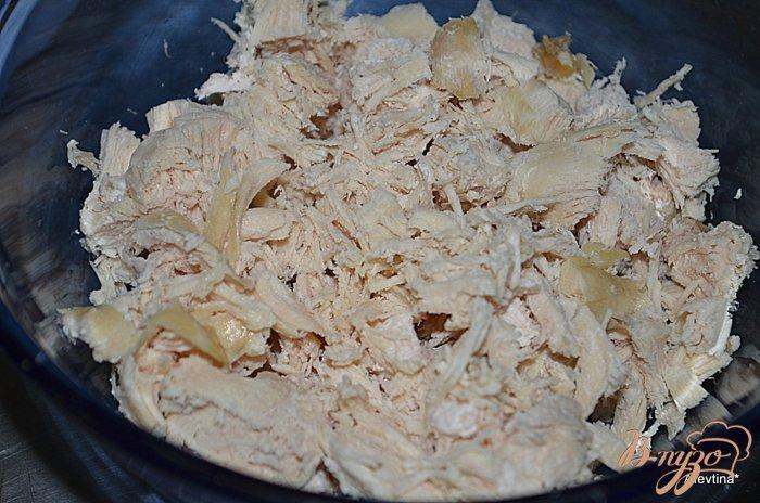 Фото приготовление рецепта: Куриный салат с овощами шаг №1