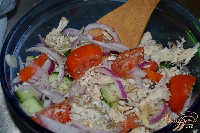 Фото приготовление рецепта: Куриный салат с овощами шаг №2