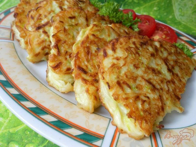 Фото приготовление рецепта: Кабачковые пирожки с мясом шаг №6