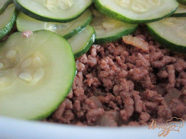 Фото приготовление рецепта: Запеканка из цукини с фаршем шаг №6