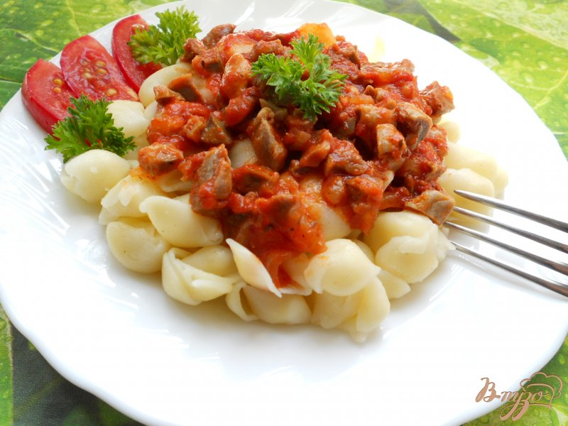 Фото приготовление рецепта: Паста с соусом из куриных желудочков шаг №5
