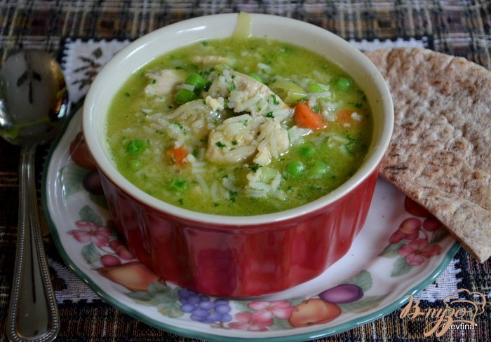 Фото приготовление рецепта: Суп куриный с зеленым горошком шаг №5
