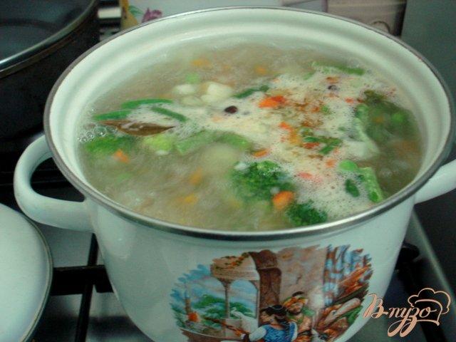 Фото приготовление рецепта: Грибной суп со сметаной шаг №7