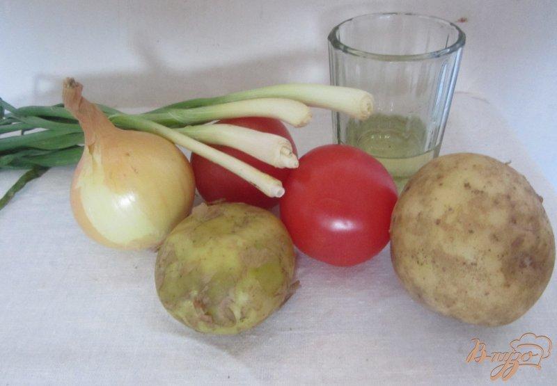 Фото приготовление рецепта: Картофель молодой с помидорами шаг №1