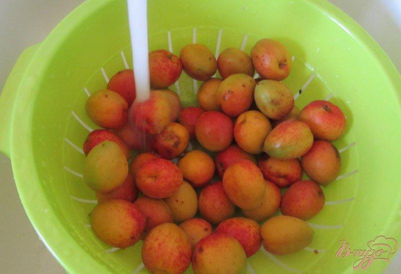 Фото приготовление рецепта: Замороженные абрикосы шаг №2