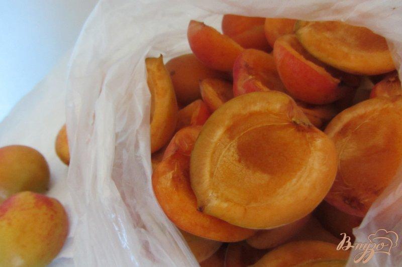 Фото приготовление рецепта: Замороженные абрикосы шаг №5
