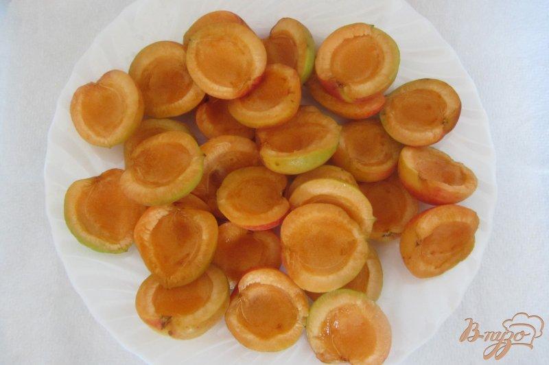 Фото приготовление рецепта: Замороженные абрикосы шаг №3