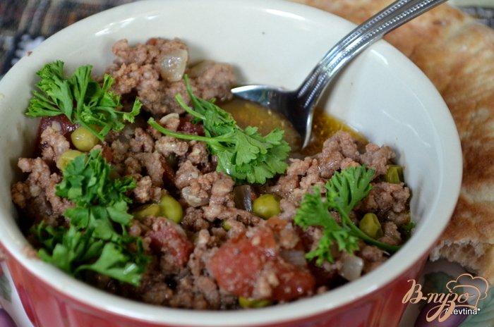 Фото приготовление рецепта: Фарш говяжий с зеленым горошком по -индийски шаг №5