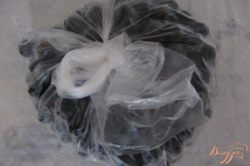 Фото приготовление рецепта: Замороженная черная смородина шаг №4