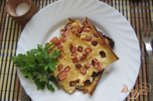 Рецепт Домашний пирог с колбасой и сыром