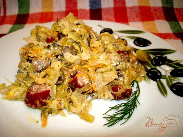 Рецепт Капуста тушёная с шампиньонами и копчёными сосисками