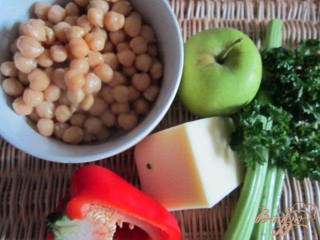 Фото приготовление рецепта: Овощной салат с горохом нут шаг №1