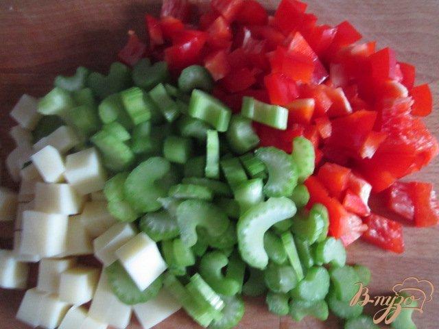 Фото приготовление рецепта: Овощной салат с горохом нут шаг №2