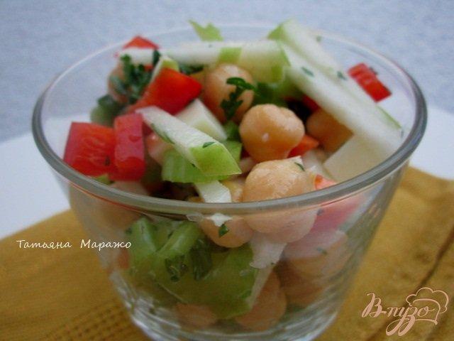 Фото приготовление рецепта: Овощной салат с горохом нут шаг №5