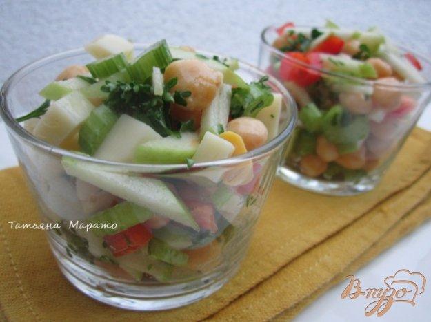 фото рецепта: Овощной салат с горохом нут