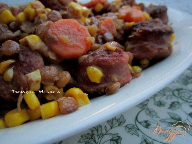 Фото приготовление рецепта: Сардельки с чечевицей и кукурузой шаг №8