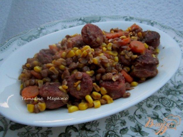 фото рецепта: Сардельки с чечевицей и кукурузой