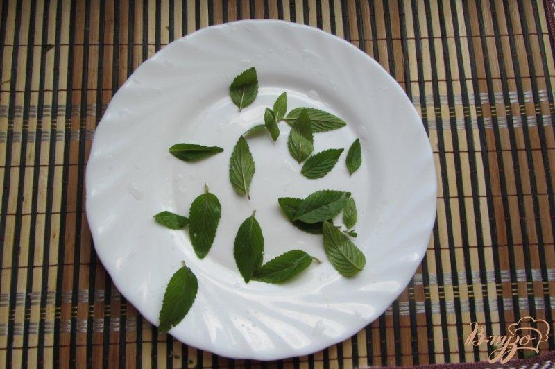 Фото приготовление рецепта: Мятно-инжирный чай шаг №2