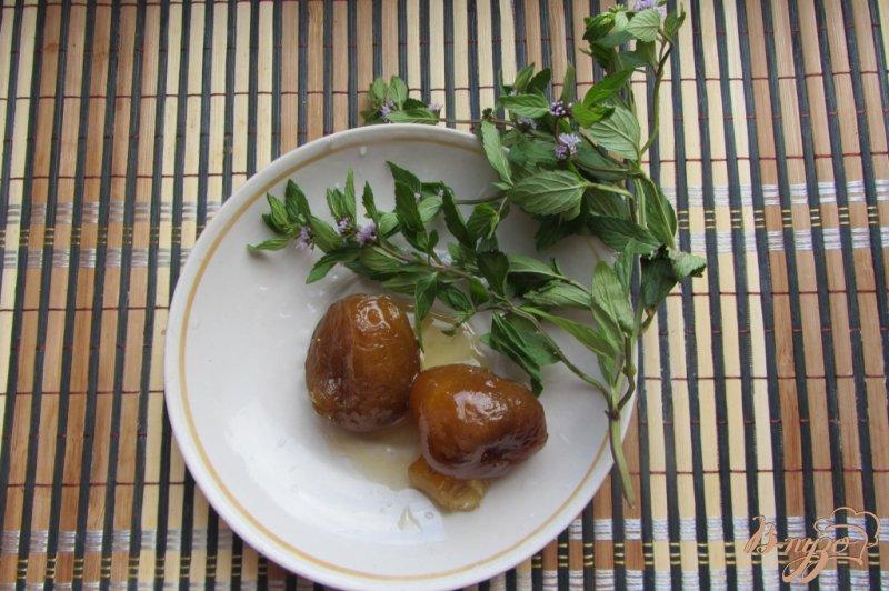 Фото приготовление рецепта: Мятно-инжирный чай шаг №1