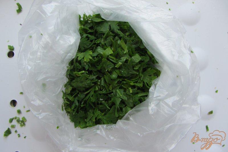 Фото приготовление рецепта: Рассыпчатую замороженную петрушку шаг №3