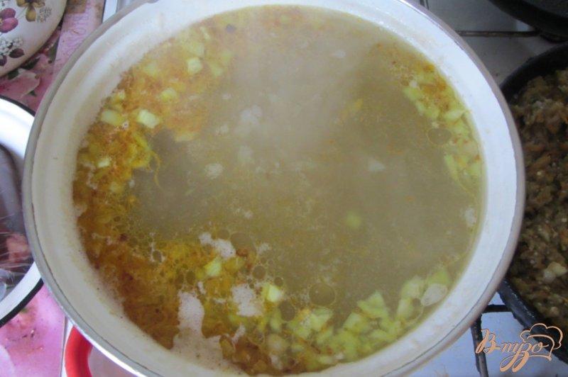Фото приготовление рецепта: Макаронный суп с куриными сердечками шаг №6
