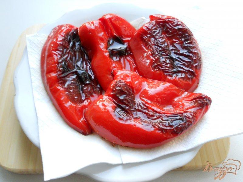 Фото приготовление рецепта: Рулетики из перца, фаршированные орехами шаг №2