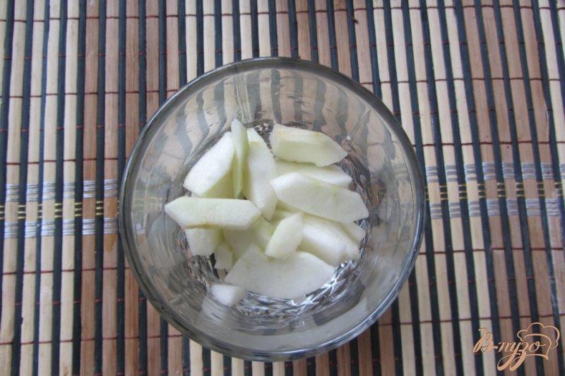 Фото приготовление рецепта: Десерт яблочно-клубничный шаг №2